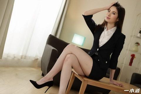 働きウーマン 〜卑猥な美人生保レディの敏腕枕営業〜 新城由衣