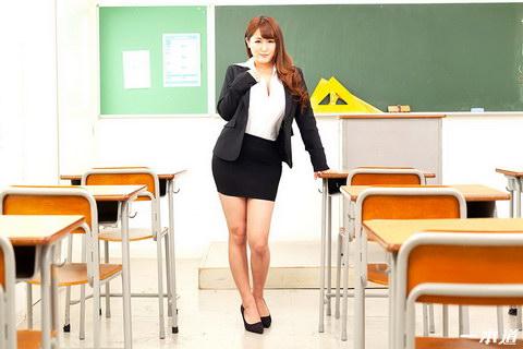 巨乳女教師の誘惑 祈里きすみ